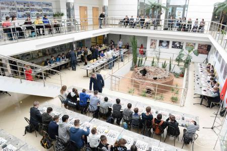Спортивно-интеллектуальный флешмоб по шашкам собрал более 150 участников