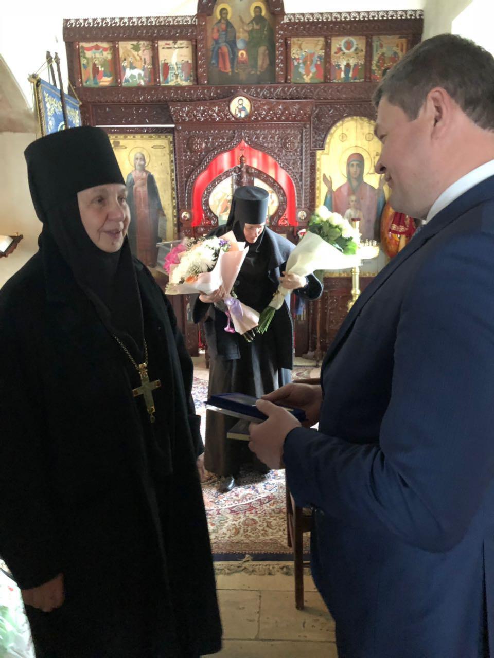 Денис Лебедев поздравил с днём рождения настоятельницу Свято-Троицкого Ново-Голутвина монастыря игуменью Ксению (Зайцеву)