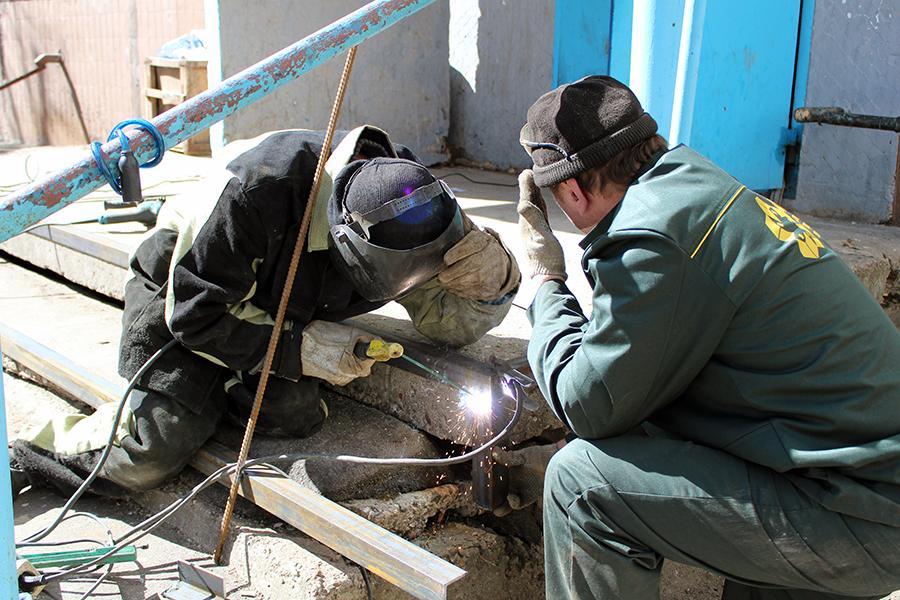 ДГХ проводит работы по ремонту подъездов