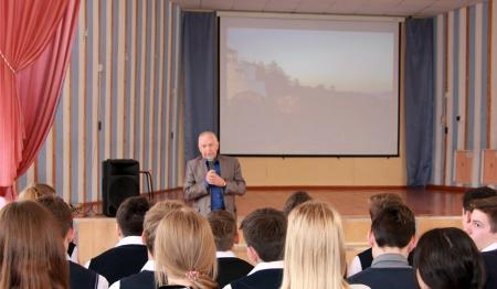 Сотрудники УМВД России по Коломенскому городскому округу и председатель Общественного совета провели акцию «Молодёжь против наркотиков»