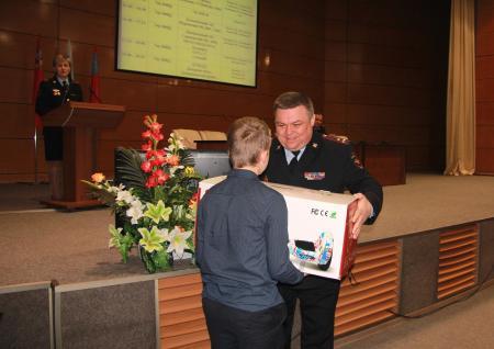 Полицейские поздравили с днём рождения сына сотрудника, погибшего при исполнении служебных обязанностей