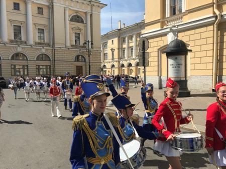 Коломенские барабанщицы поздравили с днем рождения Северную Пальмиру
