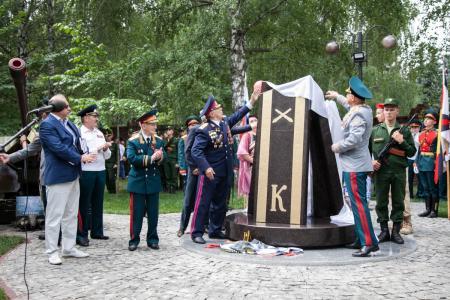В Коломне открыли памятный знак курсантам