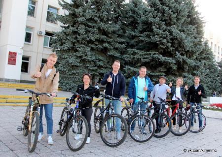 Коломенцы отправились по делам на велосипедах