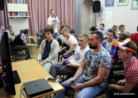Молодёжь Коломны сразилась в футбол на джойстиках