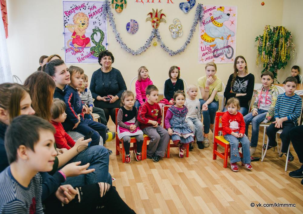 Эковолонтеры устроили для детей из социального центра праздник