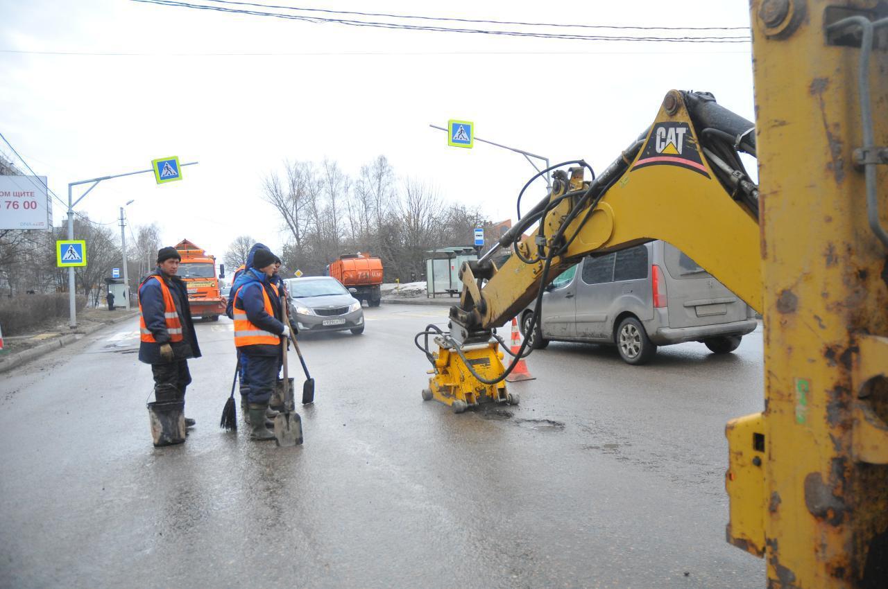 В Коломенском городском округе активно ведётся ямочный ремонт