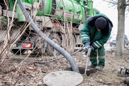 В Коломенском городском округе проводятся работы по прочистке ливневой канализации
