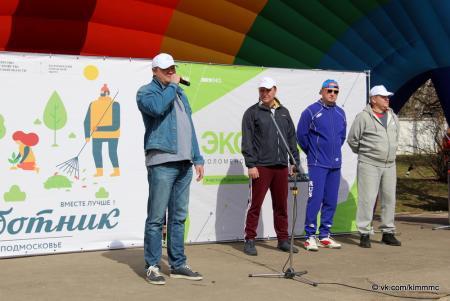 Коломенцы в рамках общеобластного субботника благоустроили набережную Дмитрия Донского