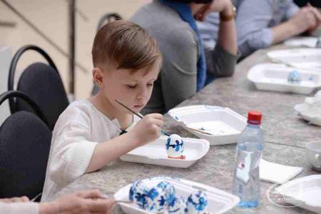 Мастер-класс по украшению пасхальных яиц прошел в Конькобежном центре «Коломна»