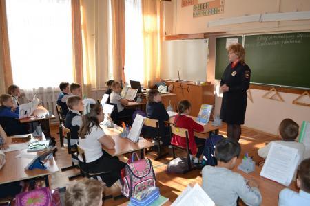 В Коломне полицейские провели беседу о личной безопасности с учениками начальных классов