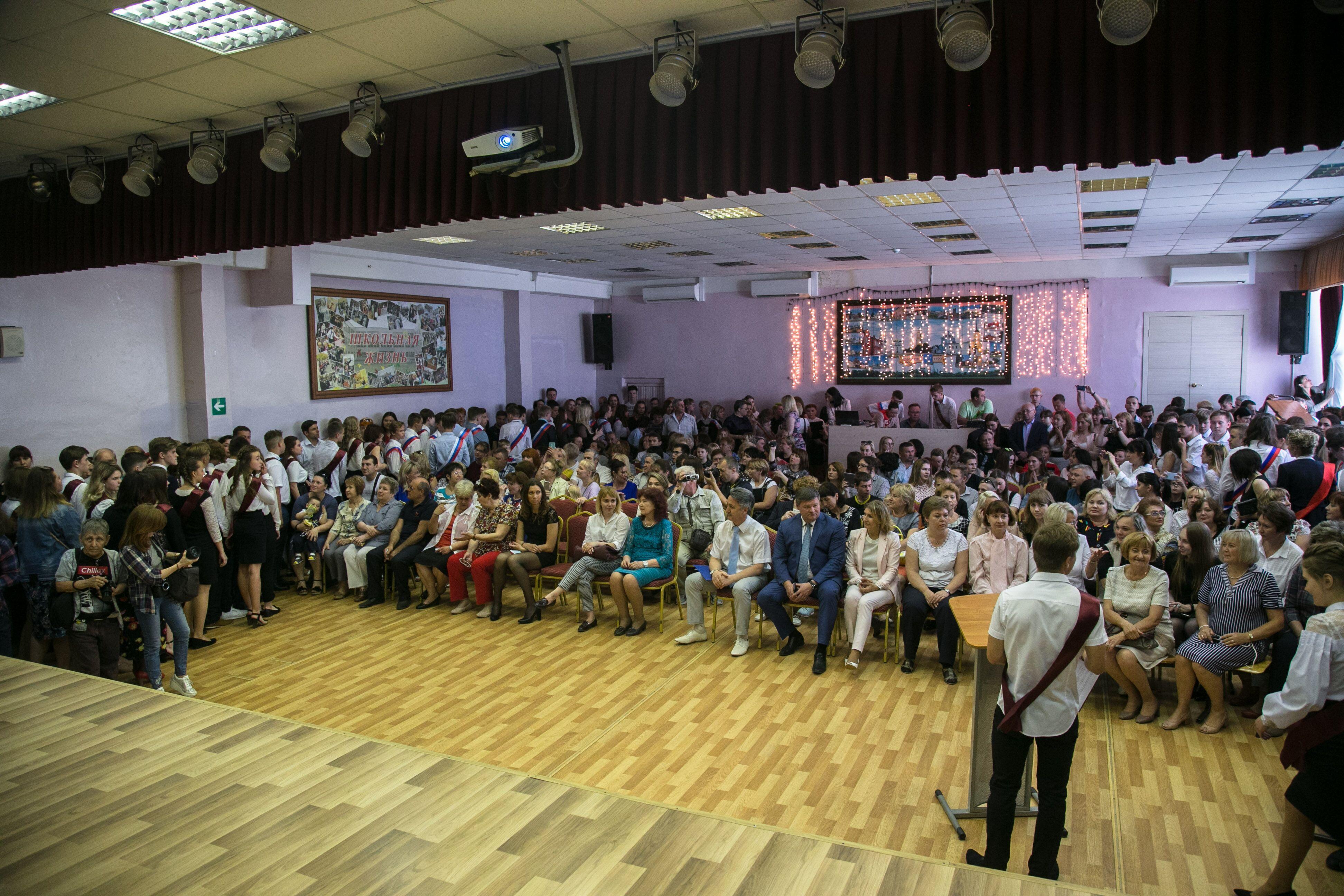 Новости Коломны   Глава Коломенского округа поздравил выпускников школы № 14 Фото (Коломна)   iz zhizni kolomnyi