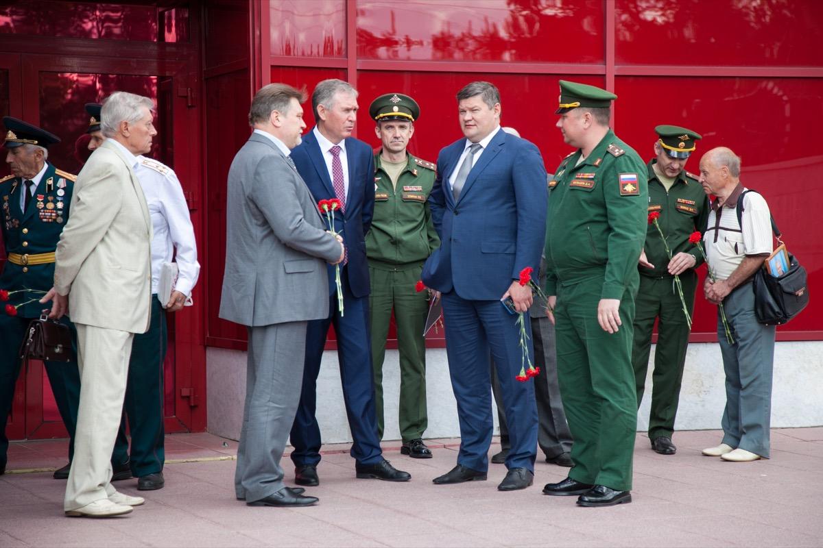 В Коломне открыли бюст Михаилу Калашникову