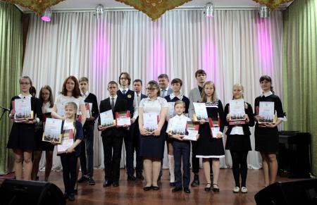 Глава округа поздравил коломенских школьников - стипендиатов 2019 года