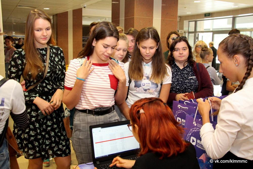 Телеведущая Гузель Камаева встретилась с молодыми журналистами на форуме в Коломне