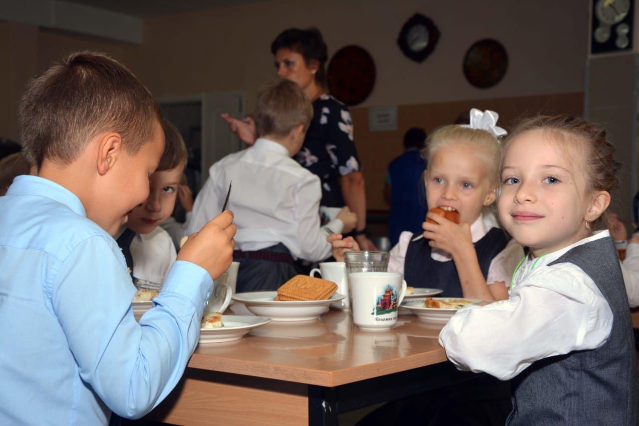Новости Коломны   В шести коломенских школах появилась новая посуда с изображениями символов Коломны Фото (Коломна)   iz zhizni kolomnyi