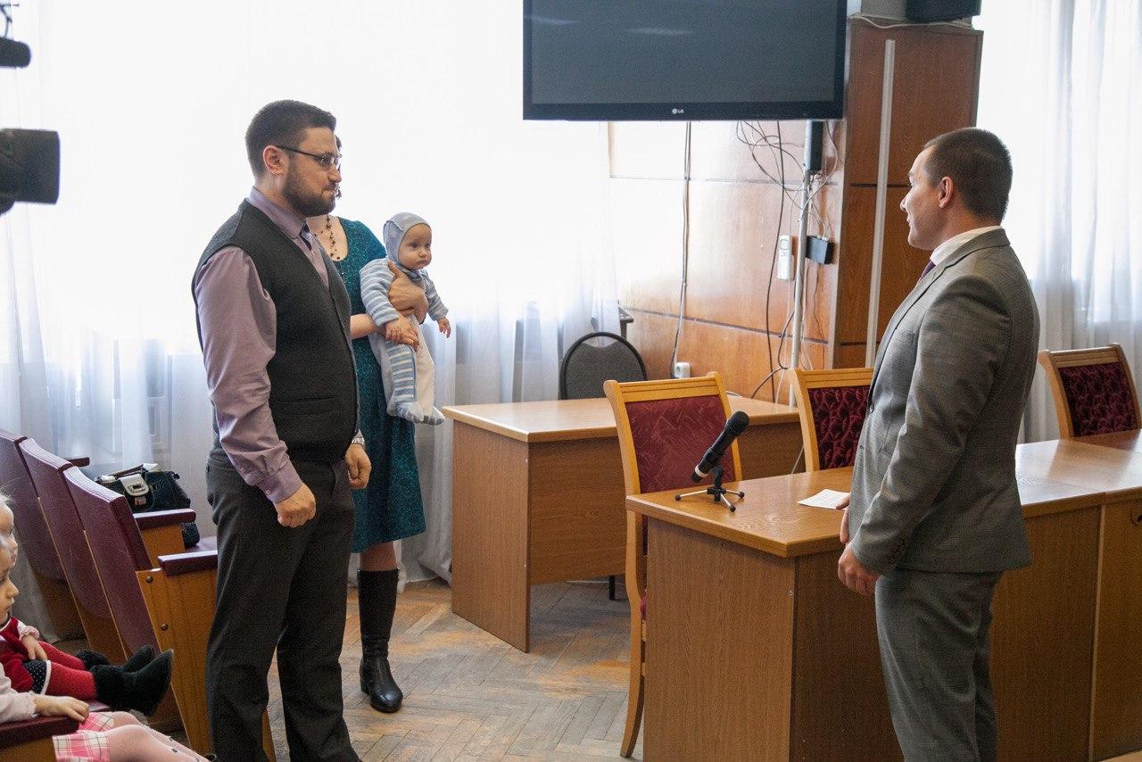 Многодетной семье из Коломны вручили сертификат на улучшение жилищных условий