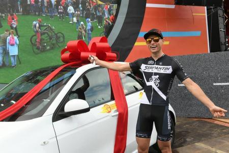 Победитель велозаезда на 90 километров получил автомобиль