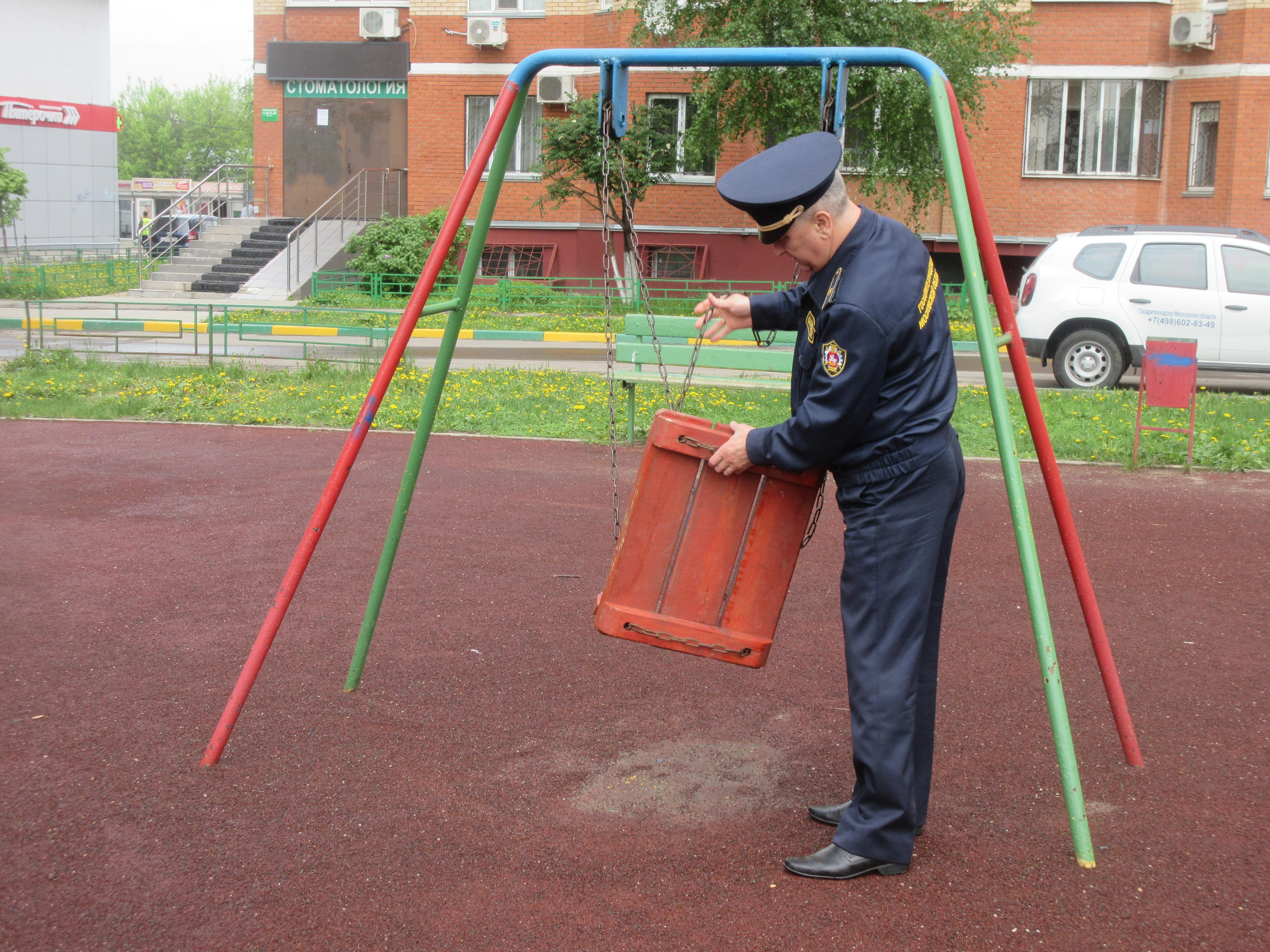 Баженов: Более 10 детских площадок в 8 муниципалитетах Подмосковья отремонтированы по предписаниям Госадмтехнадзора за неделю