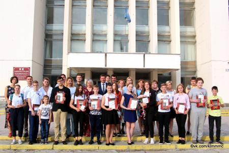 Молодым коломенцам вручили паспорта в День Государственного флага России