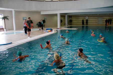 Открытый урок по плаванию для граждан пожилого возраста прошел в бассейне Конькобежного центра «Коломна»