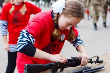 Девушки Московской области приняли участие в военно-патриотической игре