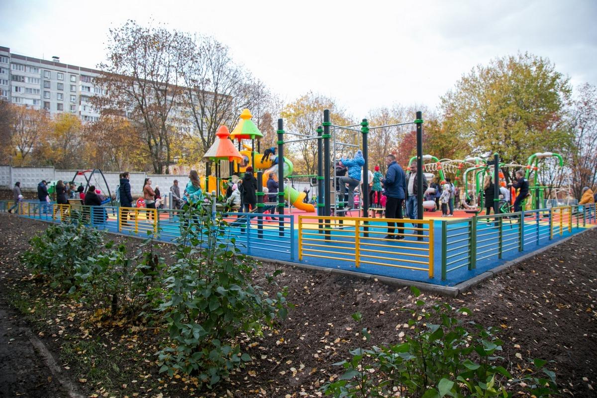 Детскую площадку по программе губернатора «Наше Подмосковье» открыли в Колычево