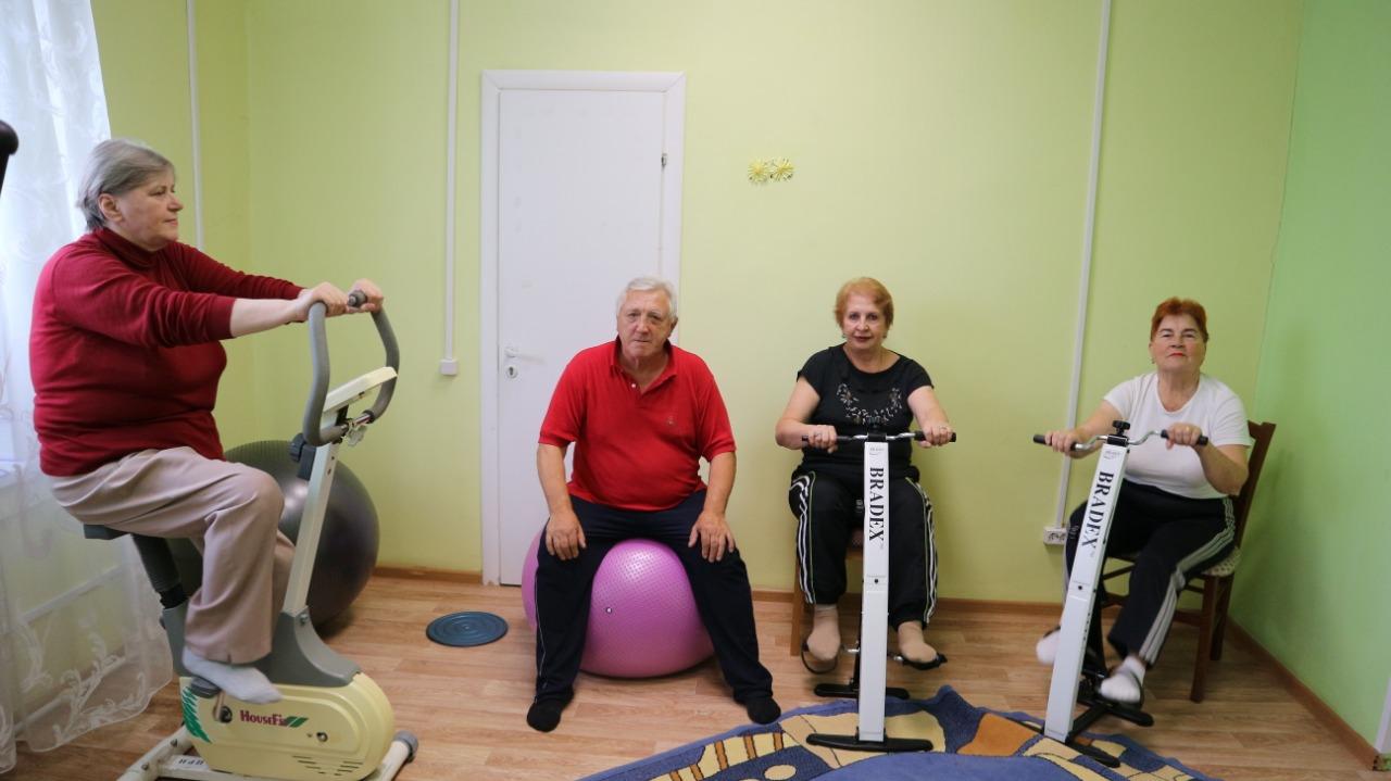 Бесплатные занятия для пенсионеров на спортивных тренажёрах доступны в Коломне