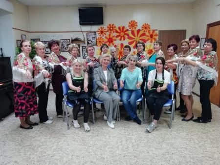 Для бабушек провели мастер-класс по маникюру