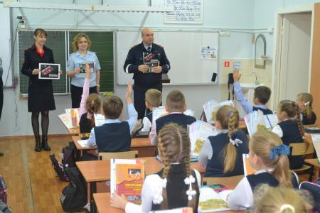 Сотрудники полиции в Коломне провели профилактическую беседу со школьниками