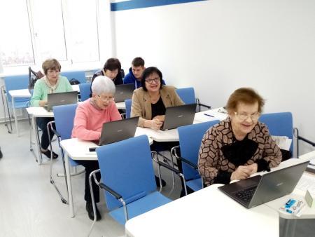 В коломенском Центре повышения профмастерства ГСГУ проходят курсы компьютерной грамотности для пенсионеров