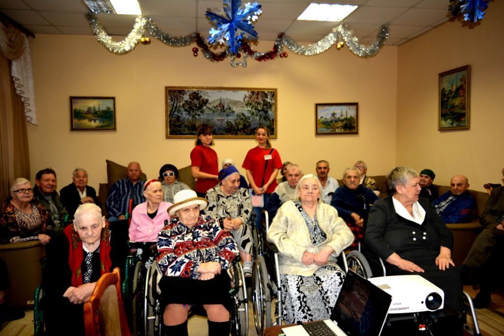«Школа ремесел» провела для ветеранов новогоднюю программу