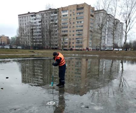 Коломенские спасатели ежедневно замеряют толщину льда и предупреждают: выход на лед опасен