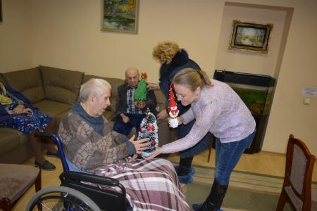 Подарки для пожилых людей своими руками