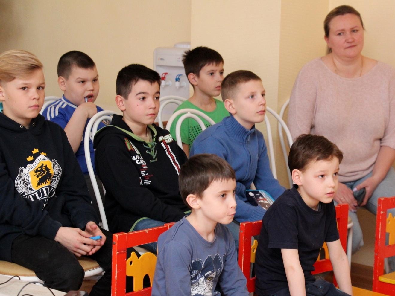 В гости к ребятам из коломенского социально-реабилитационного центра приехали столичные артисты