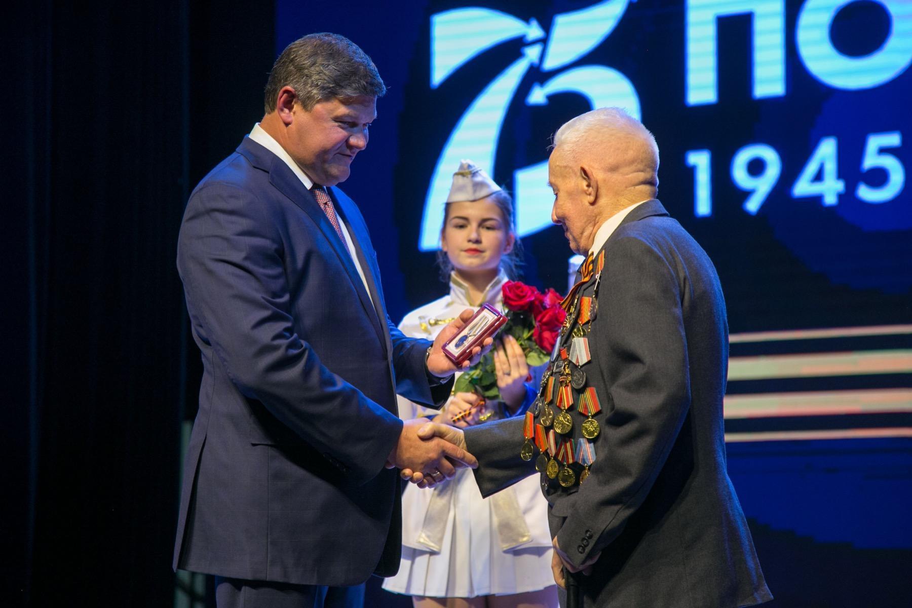 Глава Коломенского городского округа наградил коломенских ветеранов