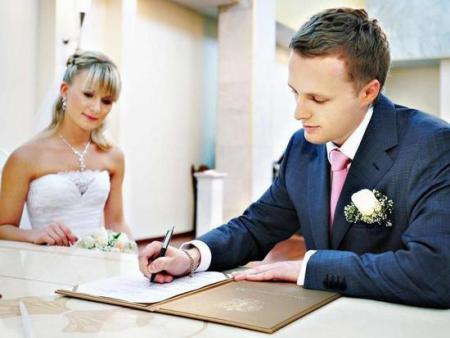 Давай поженимся: почему браков стало больше, а разводов — меньше