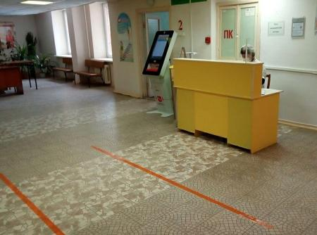 В поликлиниках нанесена разметка для соблюдения социальной дистанции