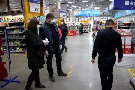 Глава Коломенского городского округа Денис Лебедев проверил продуктовые магазины муниципалитета, чтобы посмотреть, как в них соблюдаются правила безопасности