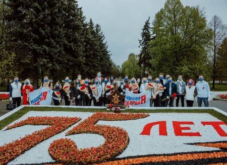 Молодогвардейцы поздравляют ветеранов с празником Победы