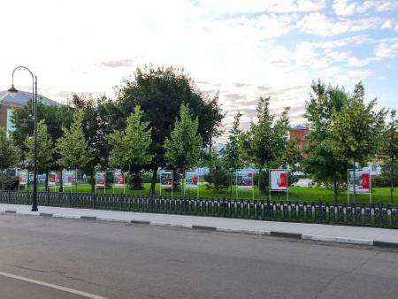 Молодогвардейцы организовали выставку на Житной площади, которая посвященна памяти одноименной подпольной антифашистской комсомольской организации, действовавшей в годы Великой Отечественной войны.