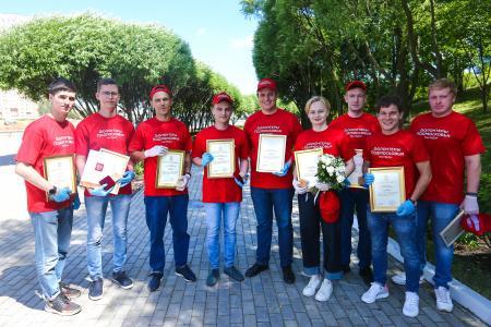 Подмосковные волонтеры от «Молодой Гвардии» награждены президентскими медалями и губернаторскими грамотами