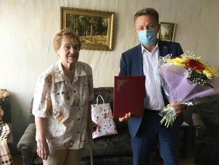 26 июня председатель Совета депутатов Коломенского городского округа Андрей Ваулин поздравил с 85-летием ветерана педагогического труда - Лидию Николаевну Кононерову.