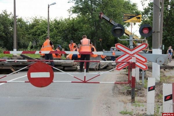 На станции Пески закроют движение автотранспорта через железнодорожный переезд