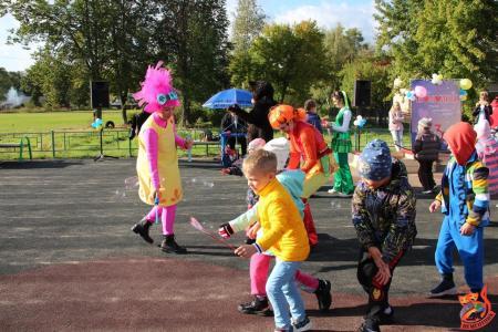 Праздничную программу в Щурово провели сотрудники Дворца культуры «Цементник»