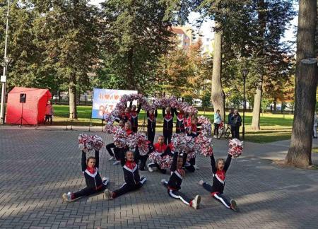 Выступлениями в сквере «Окский» коломенцев порадовали коллективы ДК «Коломна»