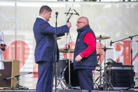 Денис Лебедев наградил коломенцев за выдающиеся заслуги в сквере В. А. Зайцева