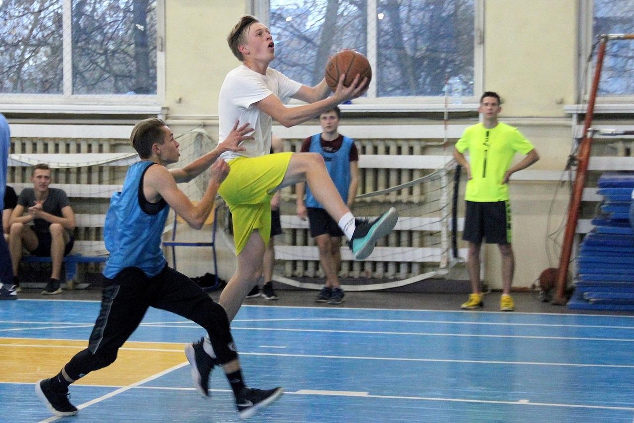 В ГСГУ определили чемпионов турнира по баскетболу