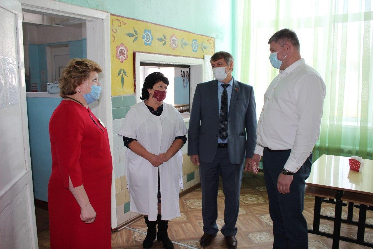 Денис Лебедев обсудил с поставщиками тему горячего питания в коломенских школах