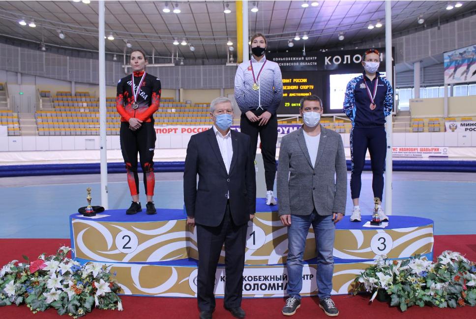 Коломенец вручил награды чемпионам России по конькобежному спорту